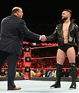 paul-heyman-raggiunge-finn-balor-sul-ring-di-wwe-raw-2-maxw-1280.jpg