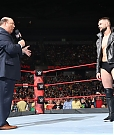 paul-heyman-raggiunge-finn-balor-sul-ring-di-wwe-raw-maxw-1280.jpg